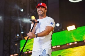 sam-hunt-performance-june-2016-billboard-1548