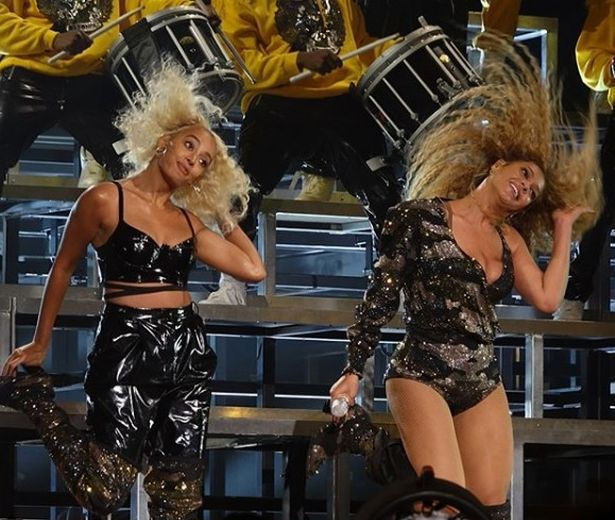 beyonce-and-solange-dancing-at-coachella.jpg